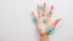 Les symptômes dermatologiques servent également à diagnostiquer la COVID19
