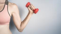 Les meilleurs exercices pour le dos avec des haltères à faire à la maison
