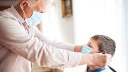 Les experts recommandent d'assouplir les mesures de désinfection des vêtements et des courses pour prévenir la COVID19